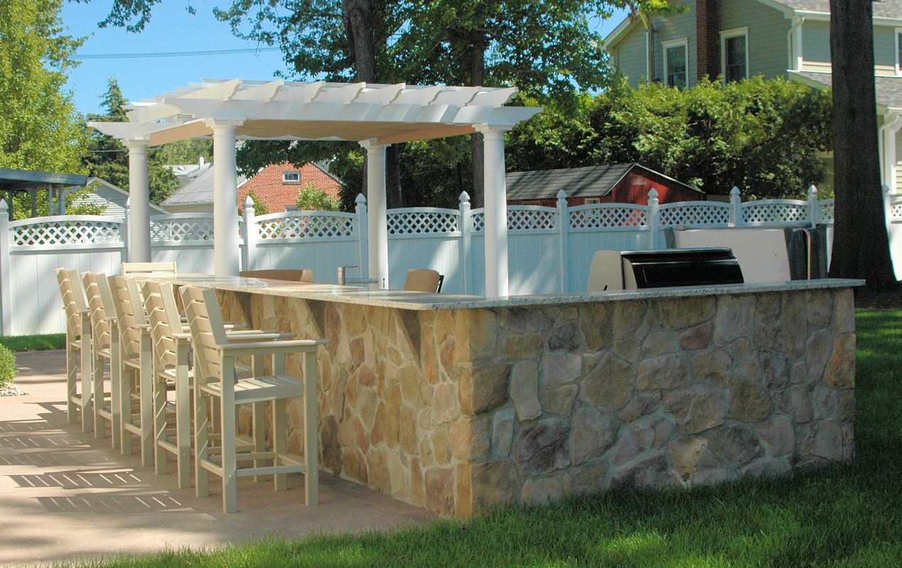 outdoor bar with built in bbq