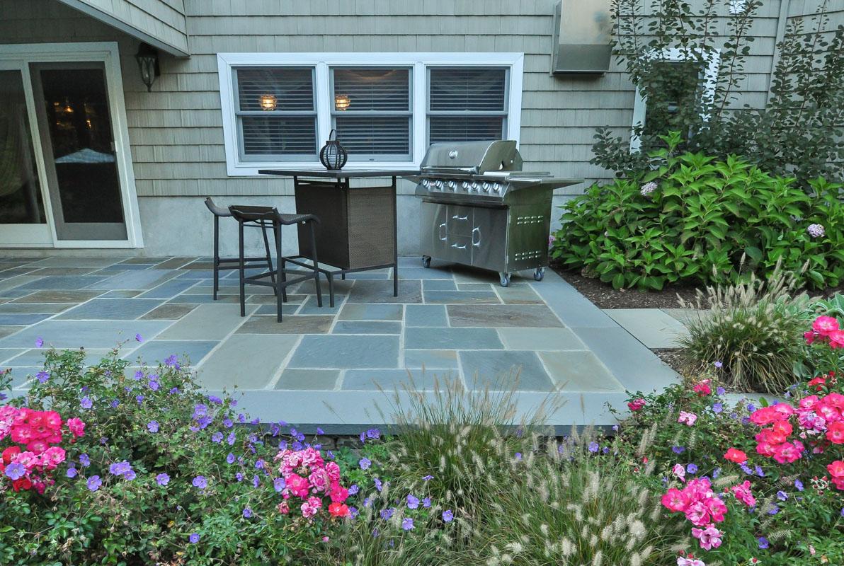 outdoor bbq on bluestone patio