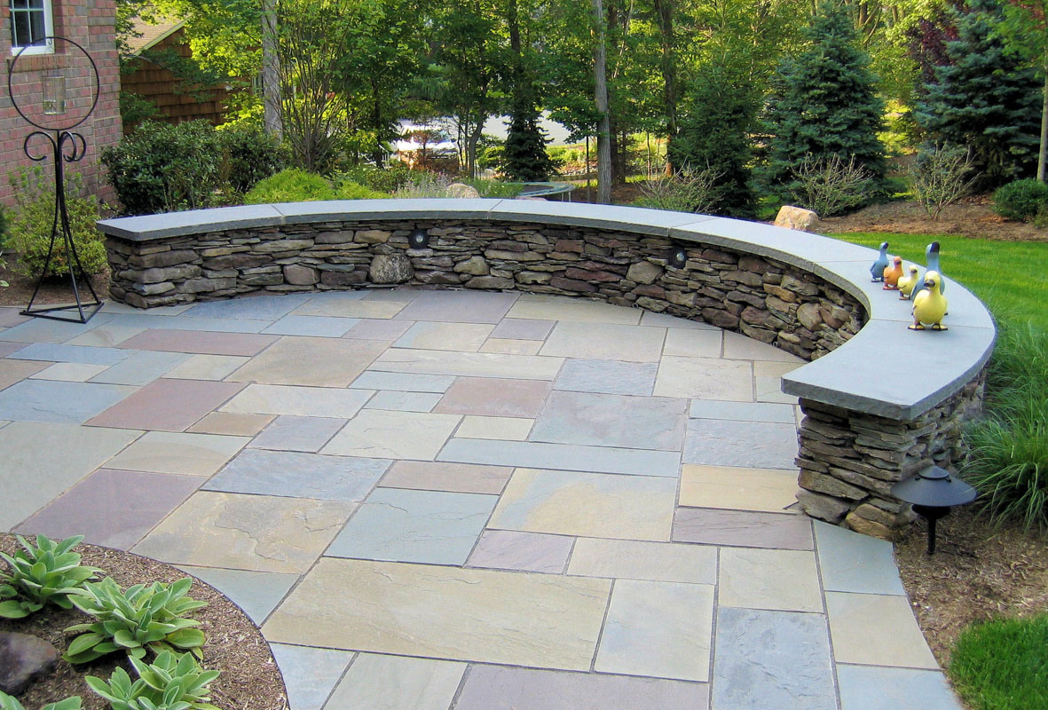 curved seatwall, pennsylvania fieldstone, bluestone cap