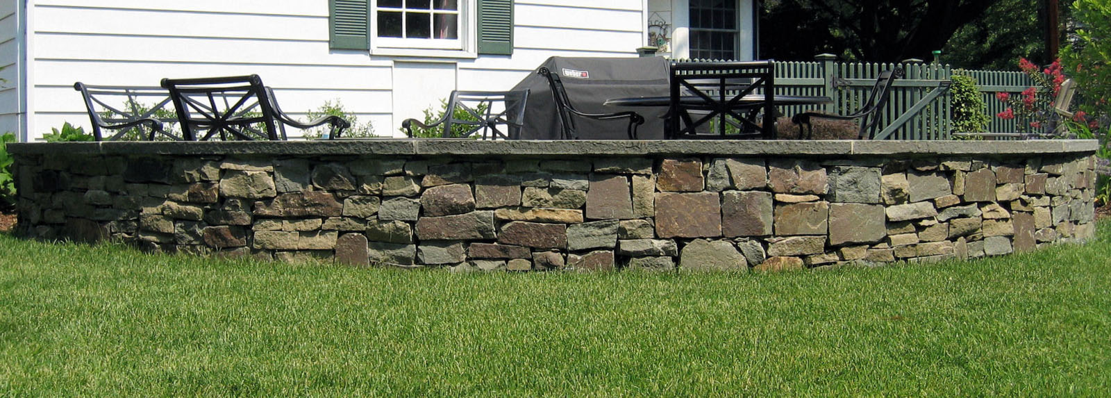 seat wall, natural stone, pennsylvania fieldstone