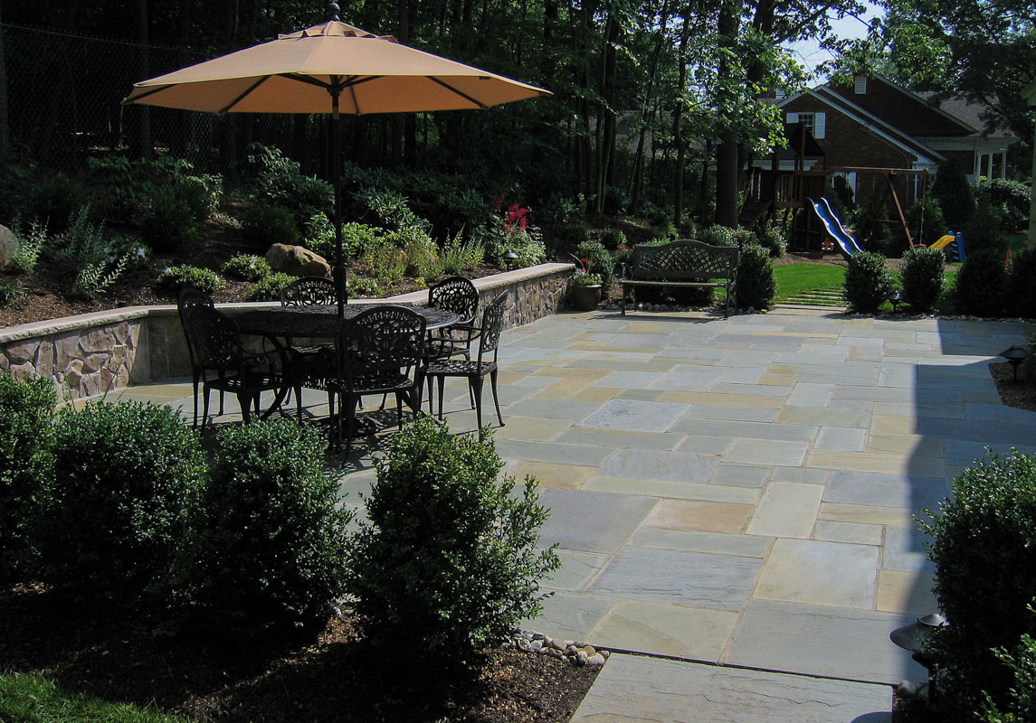 seat wall with granite veneer, bluestone patio in nj landscape