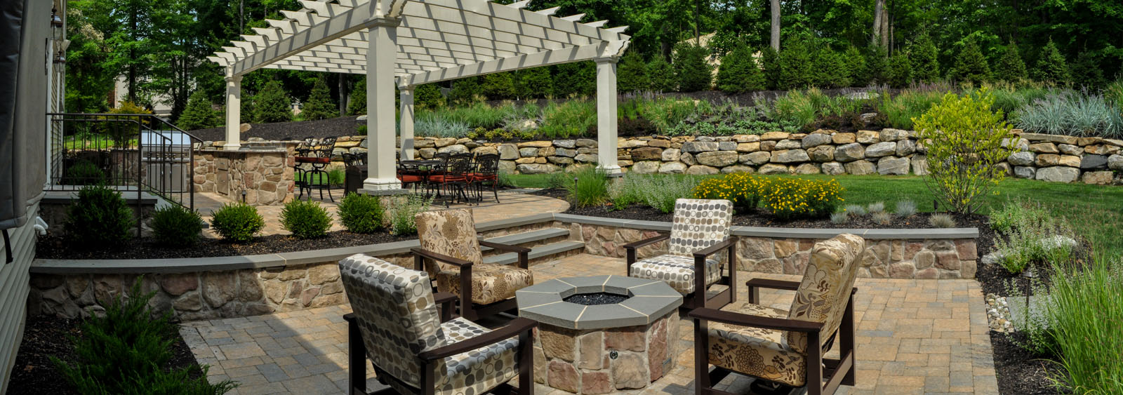seat wall with bluestone cap, paver patio