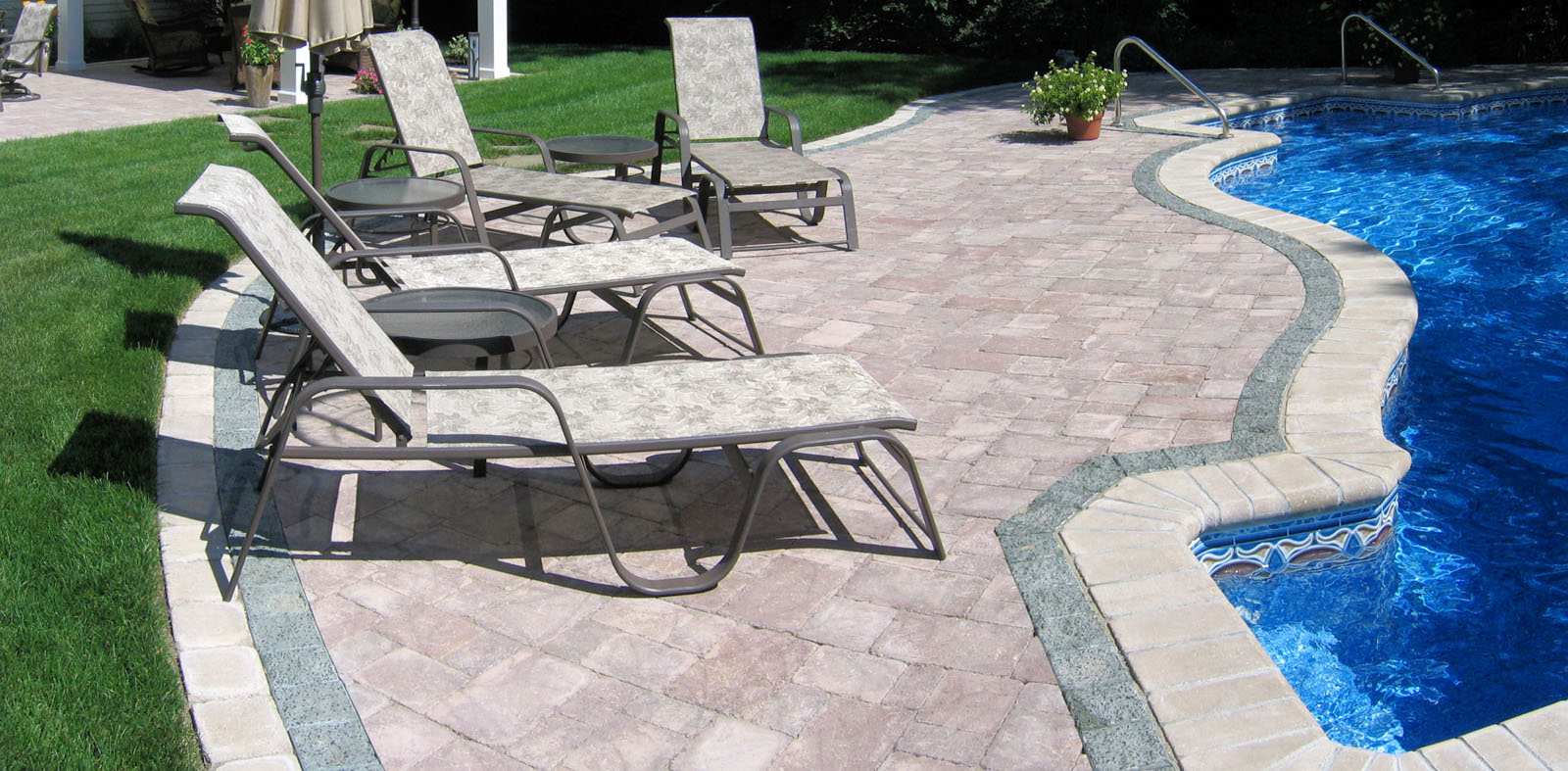 tri-colored pool paver patio