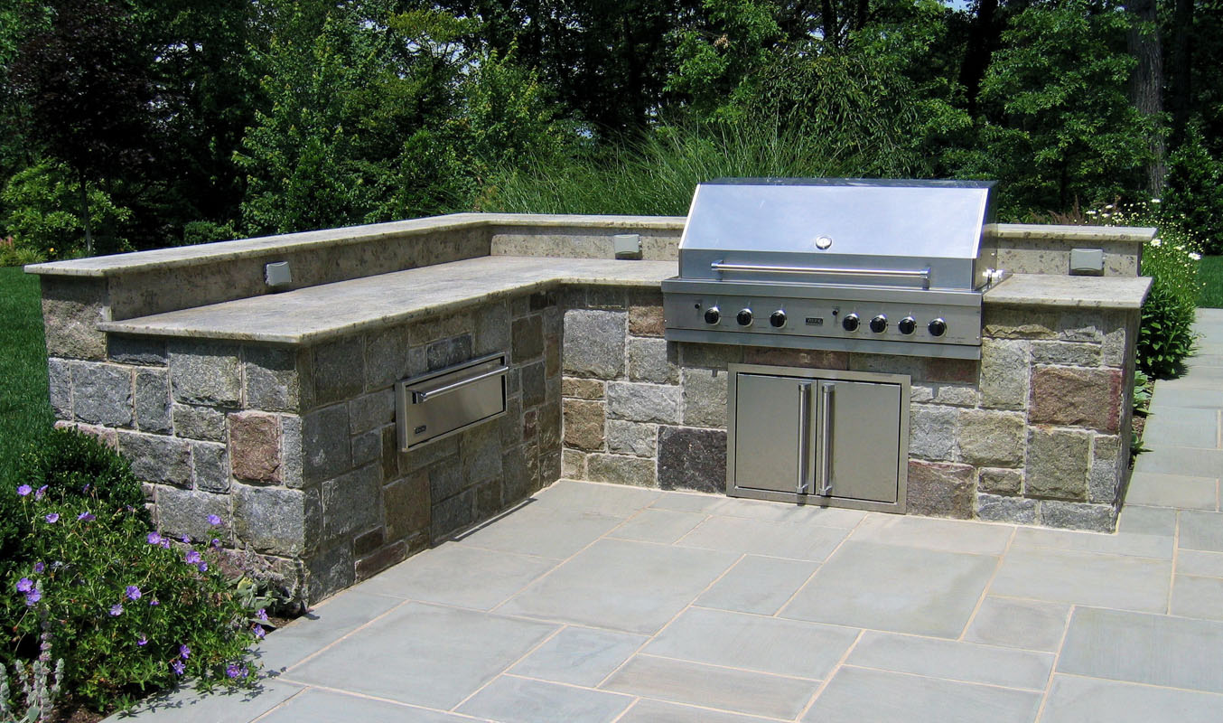 Built In Bbq With Granite Countertop And Veneer